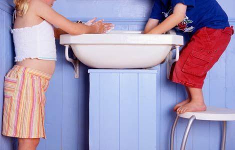 kids-washing-hands